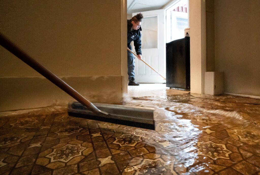 7 Βήματα για απολύμανση μετά από πλημμύρα